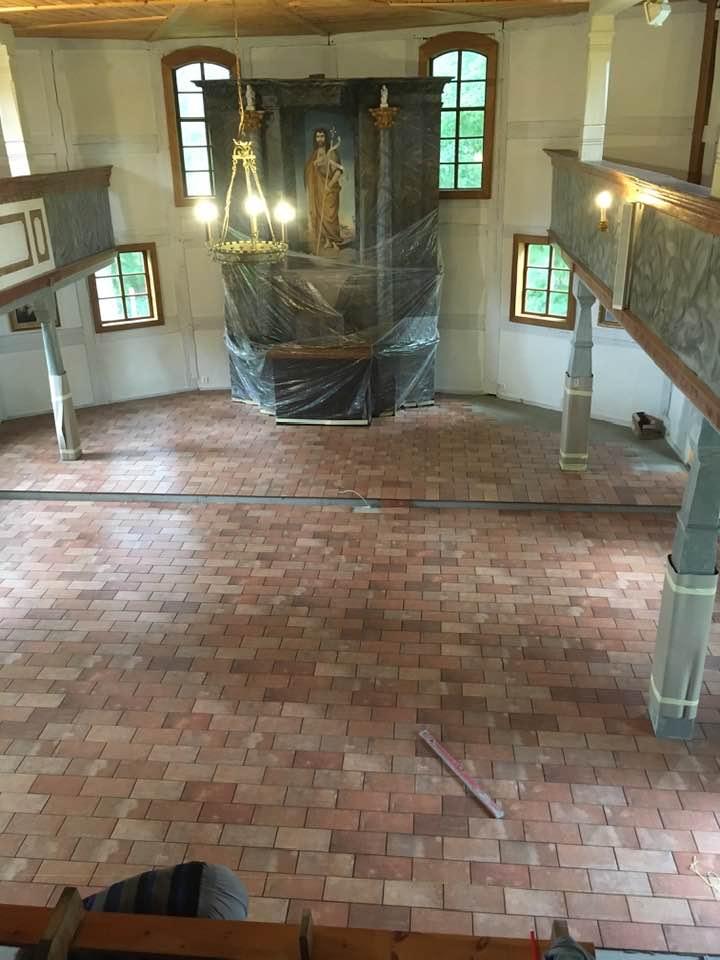 Remont posadzki w kościele św. Jana Chrzciciela w Grabinie – lipiec 2020 r.